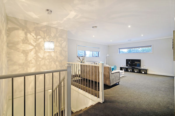 Arlighton-upstairs-lounge